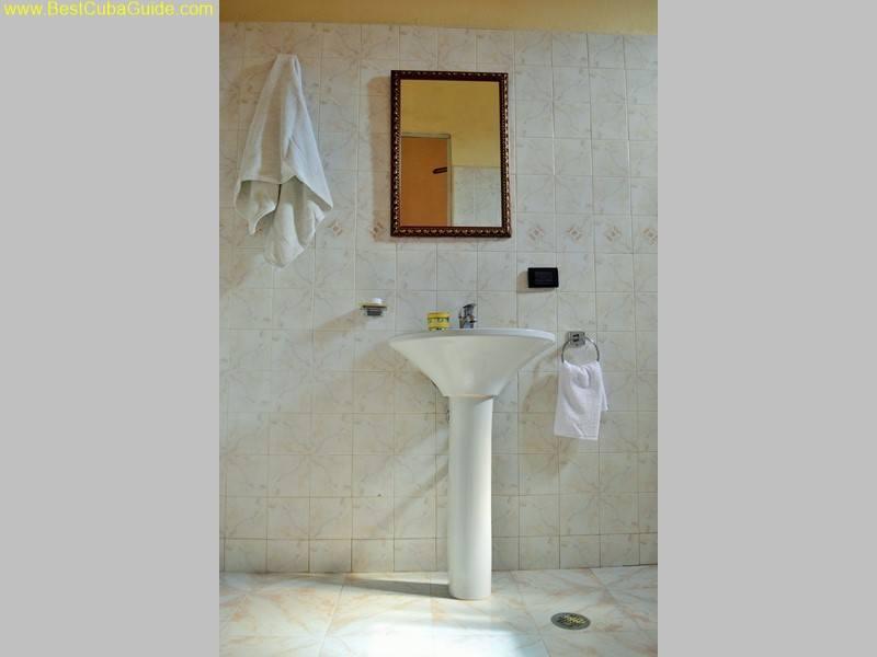 2 bathroom casa particular tomasa vedado havana