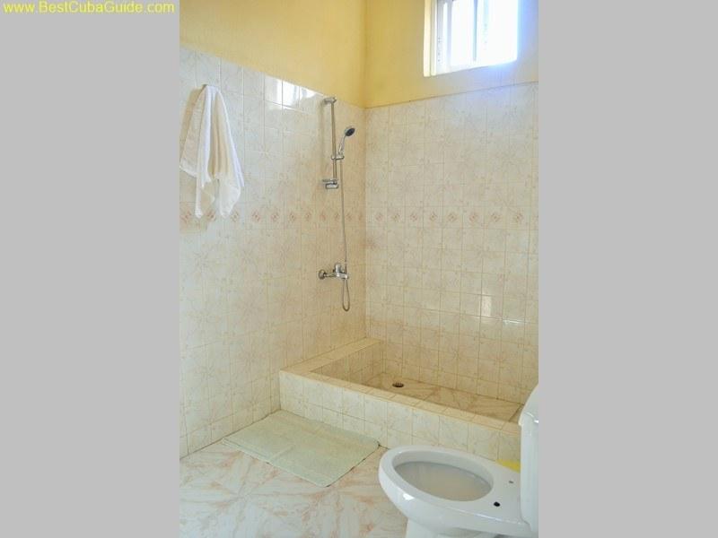3 bathroom casa particular tomasa vedado havana