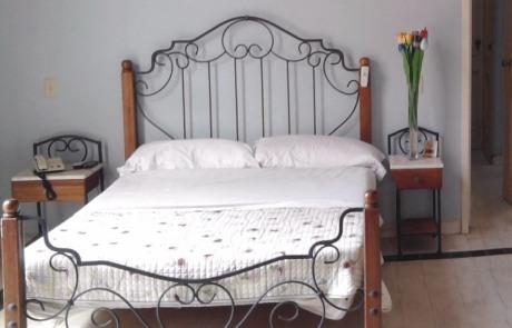Casa particular vedado independent ale and liuba bedroom 1