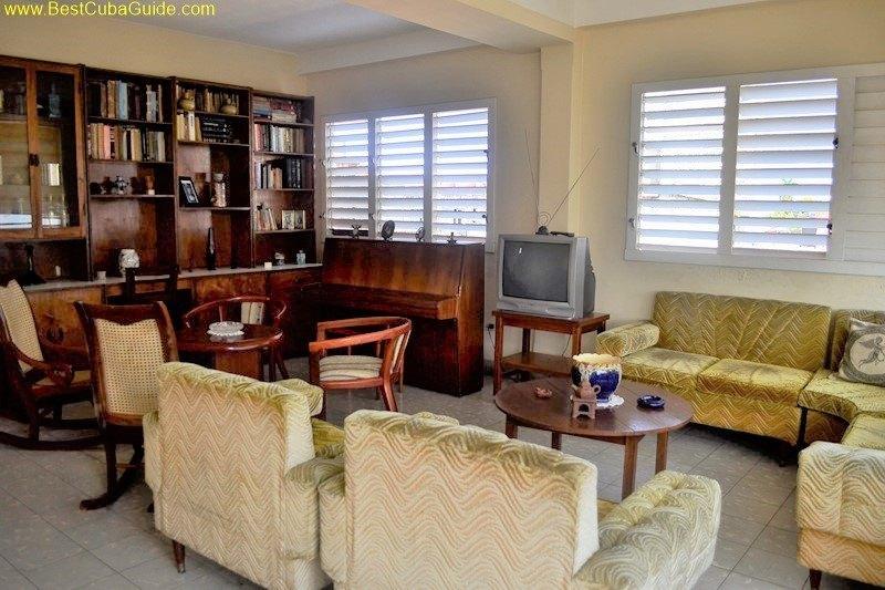 Independent apartment casa particular vedado Havana Ivelis Living room