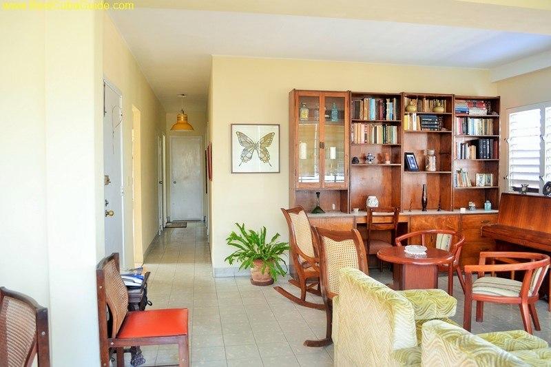 Independent apartment casa particular vedado Havana Ivelis living room is huge