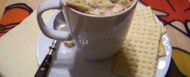 Cuba cafe con leche with crackers