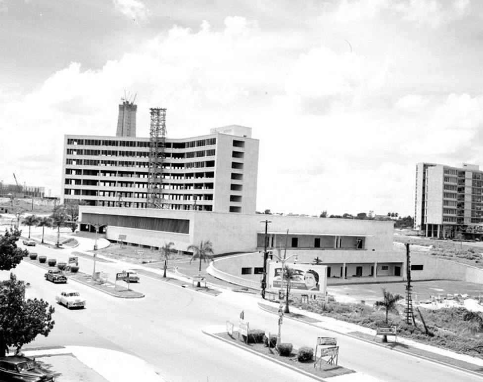 Construction of the Ministry of Communications Building, 1954, Avenida Rancho Boyeros, La Habana.