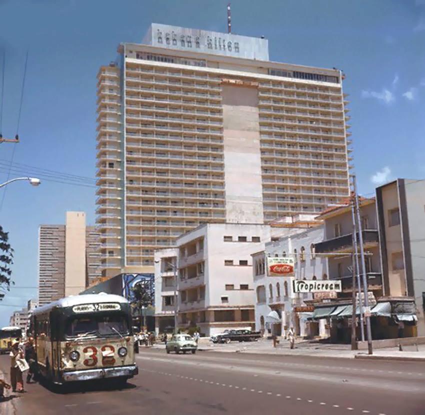 Havana Hilton Hotel - Avenida 23 (La Rampa), corner L Street, Vedado, La Habana. Ca 1958