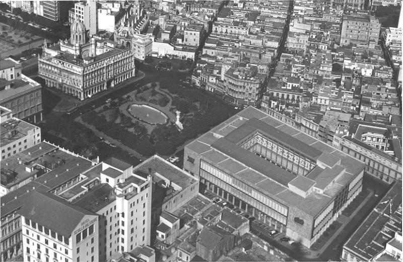 Area around the Presidential Palace, 1957 - Area por detras de Palacio Presidencial, con el nuevo Palacio de Bellas Artes y el Hotel Sevilla, La Habana, Circa. 1957.
