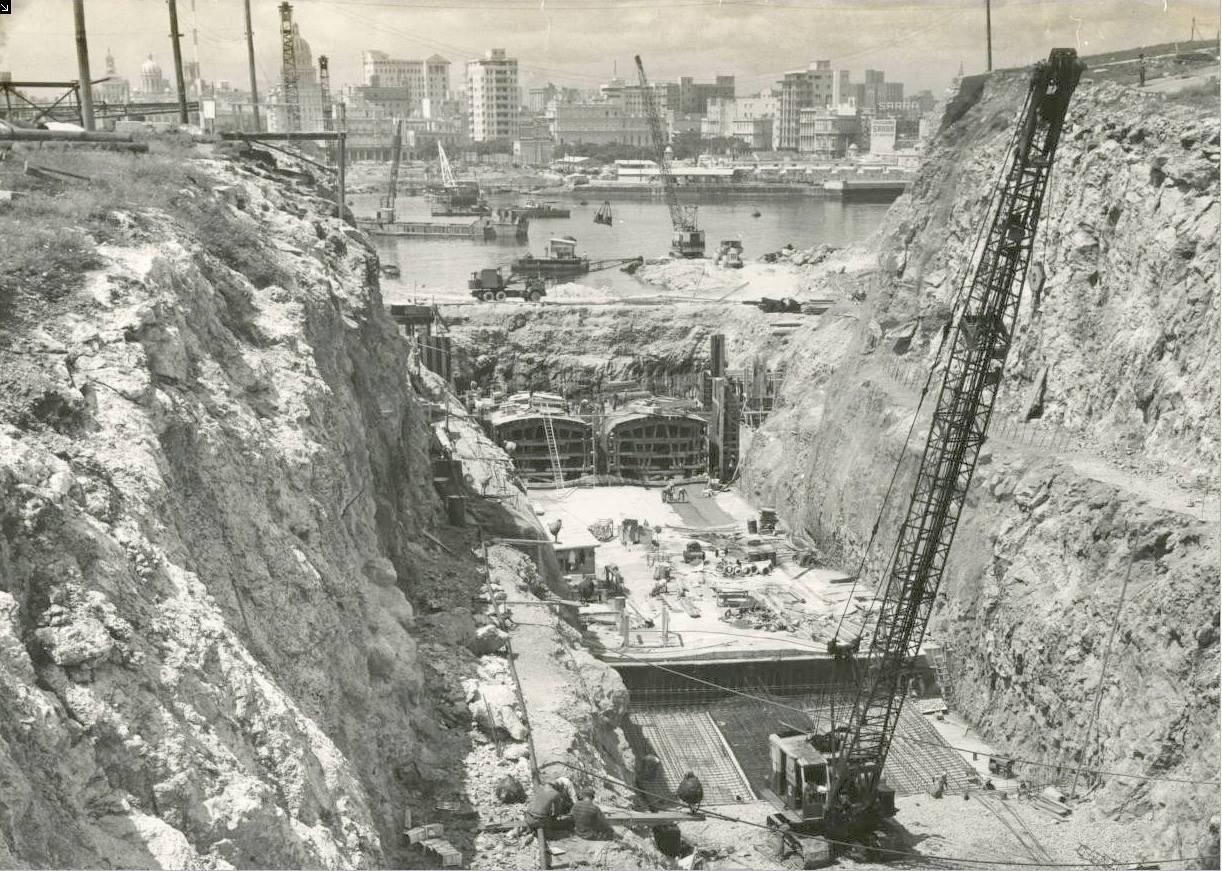 Construction of the Havana Tunnel, 1955 - Construcción del túnel de La Habana, 1955