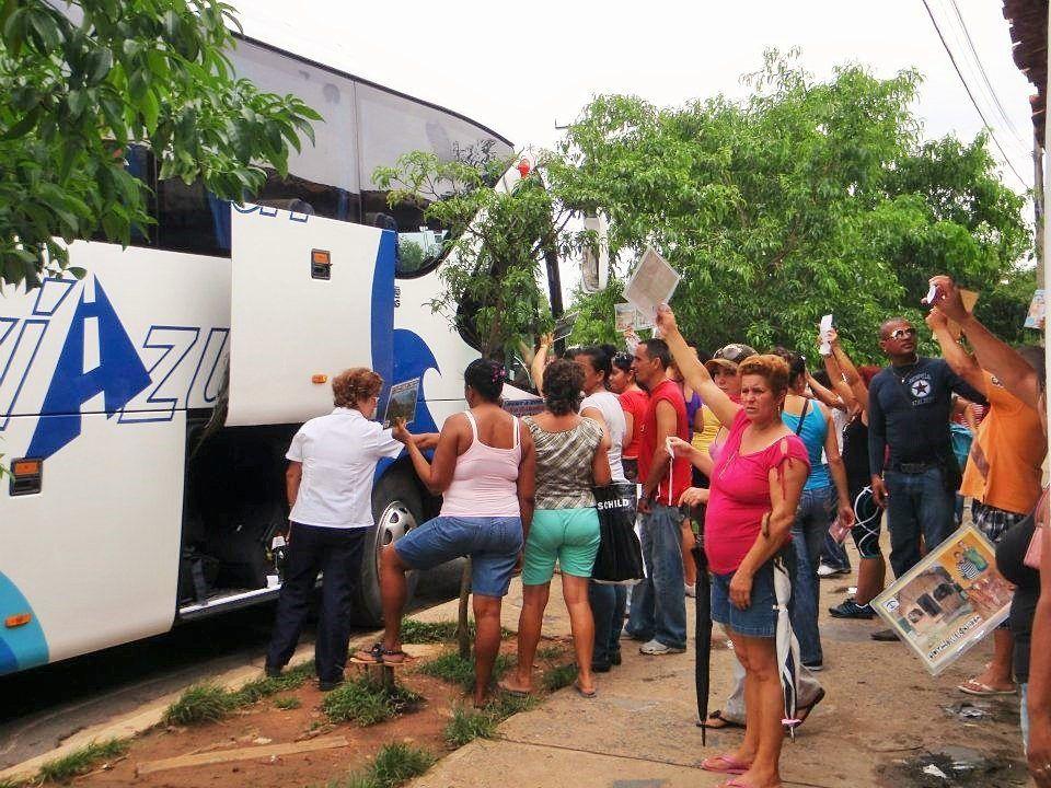 locals showing casas particulares at bus stop in vinales and trinidad